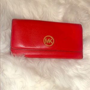 This is a real Micheal Kors wallet!!